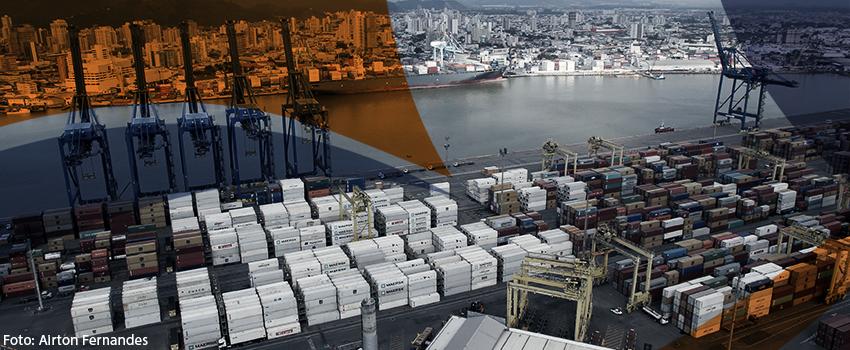 Auditores fiscais fazem protestos e com isso os processos de importação e exportação são suspensos em SC