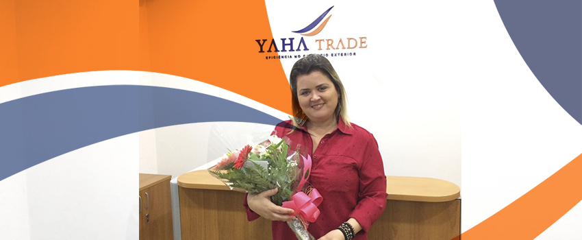 Yaha Trade parabeniza a Analista de Importação, Roberta, pelos seus 5 anos de empresa!
